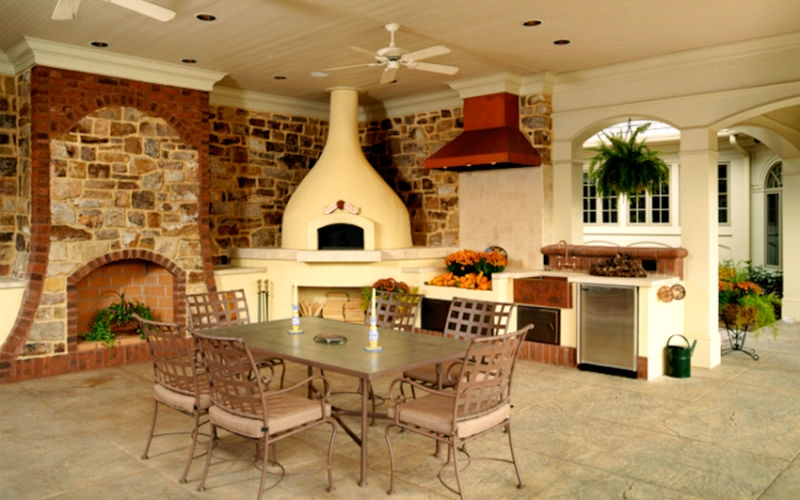 Outdoor Kitchen with Pizza Oven2